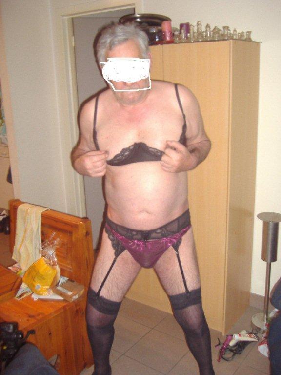 2 salopes soumises pour homme dominant