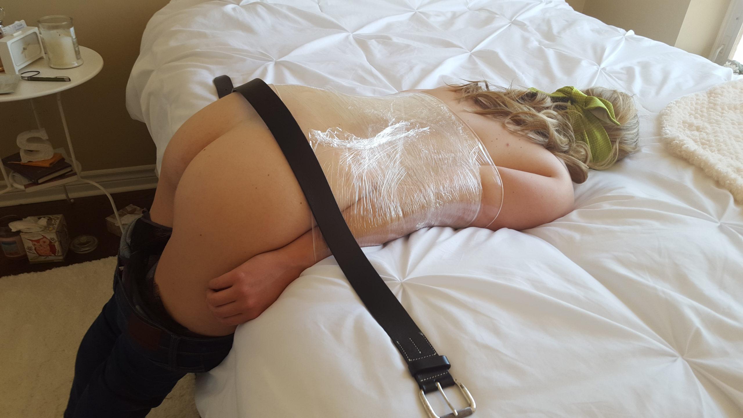Mon épouse offerte, à prendre à la chaine à l'hôtel (+ dressage à la ceinture)