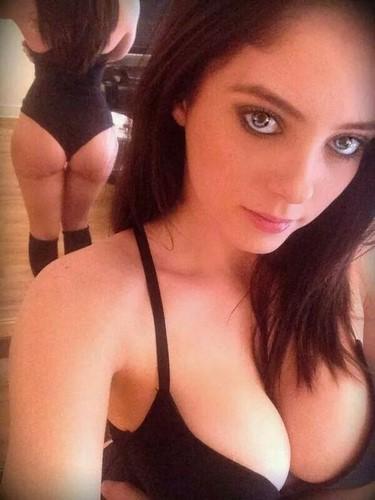 Fanny, 26 ans, cherche partenaires pour du BDSM à Orléans